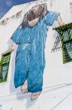 蓝色街道艺术的小女孩在槟榔岛,马来西亚 免版税图库摄影