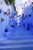 蓝色街道&台阶,舍夫沙万,摩洛哥 免版税库存图片