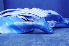 蓝色衬衣关系 免版税库存图片