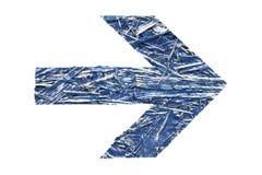 蓝色被回收的压缩的胶合板纹理定向箭头 库存照片