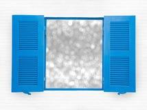 蓝色被打开的窗口 免版税图库摄影