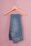 蓝色被折叠的牛仔裤  库存照片