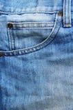 蓝色被撕毁的牛仔布牛仔裤背景 图库摄影
