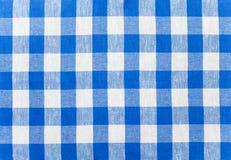 蓝色被检查的织品桌布 库存照片