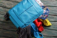 蓝色被过度充填的手提箱 免版税图库摄影