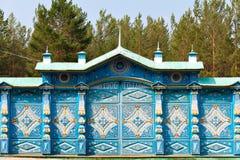 蓝色被雕刻的篱芭 免版税库存图片