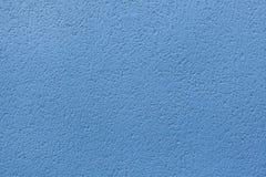 蓝色被绘的灰泥墙壁 木背景详细资料老纹理的视窗 图库摄影