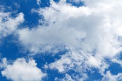 蓝色覆盖天空白色 抽象背景天空 免版税库存照片