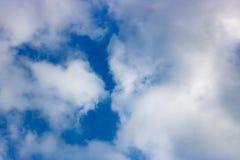 蓝色覆盖天空白色 抽象背景 免版税库存图片