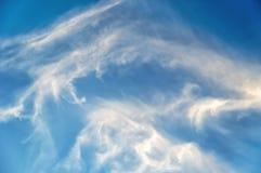 蓝色覆盖天空白色 美好的背景 免版税图库摄影
