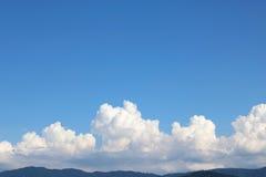 蓝色覆盖天空白色 免版税库存图片