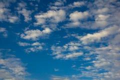 蓝色覆盖天空白色 免版税图库摄影