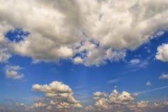 蓝色覆盖天空 横幅的,卡片,网,广告背景 免版税库存照片