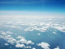 蓝色覆盖天空 从飞机的视图 免版税图库摄影