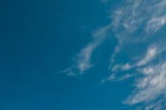 蓝色覆盖天空 库存图片