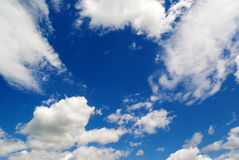蓝色覆盖本质天空白色 库存照片