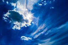 蓝色覆盖深天空 免版税库存照片