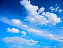 蓝色覆盖积云天空 库存照片