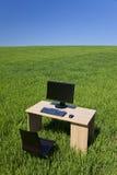 蓝色计算机服务台领域绿色天空 免版税库存图片