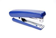 蓝色订书机,它被隔绝 库存图片