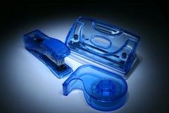 蓝色设备办公室 免版税库存照片