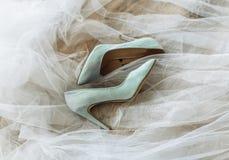 蓝色详细资料花袜带系带婚礼 库存照片