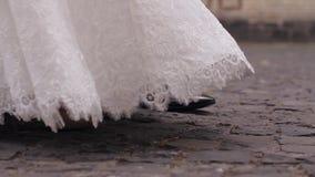蓝色详细资料花袜带系带婚礼 股票视频