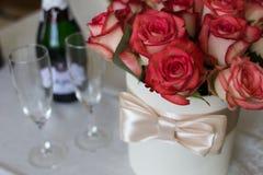 蓝色详细资料花袜带系带婚礼 免版税库存图片