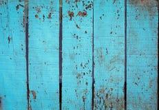 蓝色谷仓木墙壁铺板垂直纹理 老减速火箭的木头 免版税库存图片