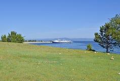 蓝色贝加尔湖美好的风景  库存照片
