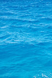 蓝色起波纹的海水 免版税库存图片
