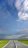 蓝色路天空 库存图片