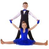蓝色跳舞礼服的愉快的小女孩 库存照片