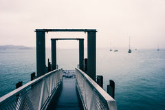 蓝色跳船薄雾 库存图片
