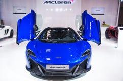 蓝色迈凯伦跑车前面  免版税图库摄影