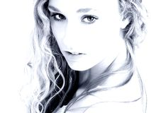 蓝色迷人的口气妇女 图库摄影