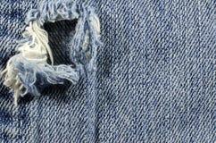 蓝色退色的漏洞牛仔裤 免版税图库摄影