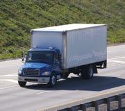 蓝色送货卡车 免版税库存照片