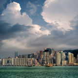 蓝色都市风景覆盖天空白色 库存图片