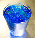 蓝色酒精鸡尾酒 免版税库存图片