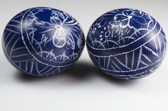 蓝色酯类装饰了鸡蛋 免版税库存照片