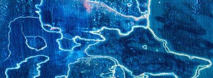 蓝色重叠的闪电spalted木头 免版税库存图片