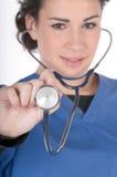 蓝色重点护士洗刷听诊器新 免版税图库摄影