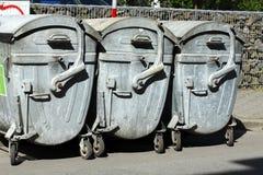 蓝色金属reciyling的容器 库存照片