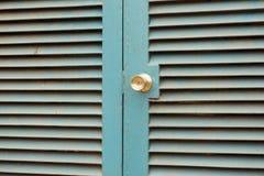 蓝色钢门 库存照片