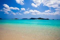 蓝色镇静清楚的日本南部的水 免版税库存照片