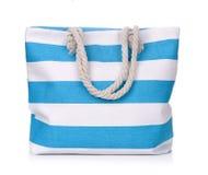 蓝色镶边海滩袋子 库存图片