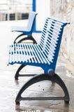 蓝色长凳 库存图片