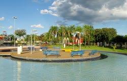 蓝色长木凳在公园 免版税库存图片