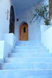 蓝色门在Chefchaouen,摩洛哥 免版税库存图片